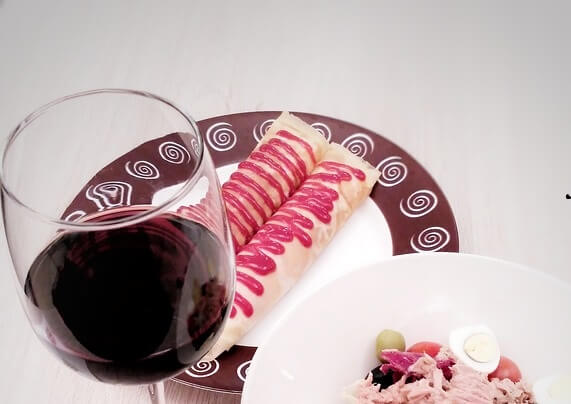 Save money on Neighborhood Nosh in Seattle Washington enjoy chocolate wine & food