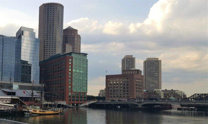 Save money on Boston Harbor Cinco de Maya cruise yacht party