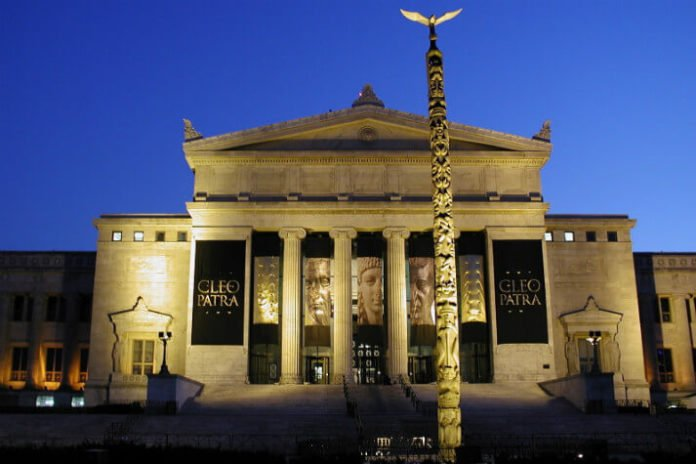 Save money on Chicago trip with discounted hotel explorer pass Field Museum show