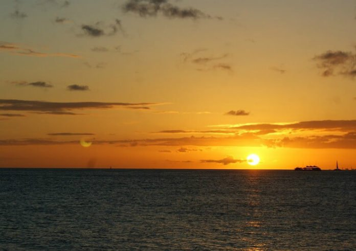 Discount price for Honolulu sunset cruises