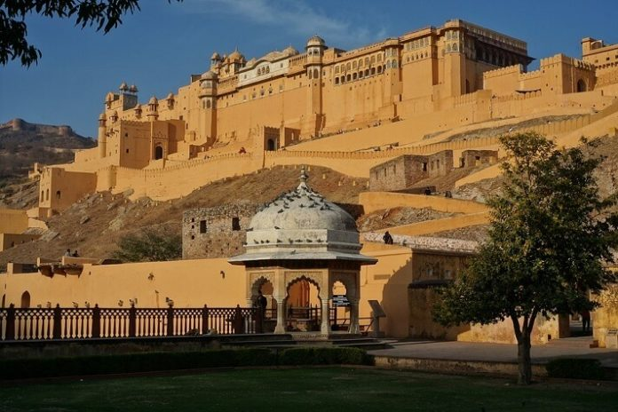 Save money on luxury Jaipur India hotels with discounted rates less than $75/night