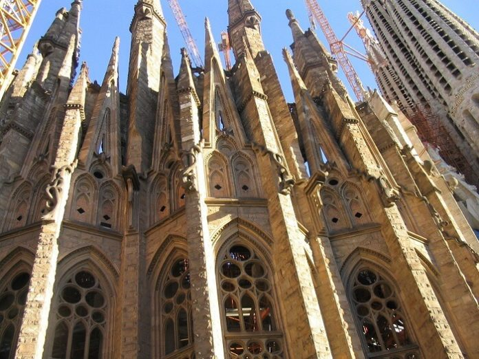 See Barcelona in 1 day & save money by booking 2 popular sightseeing tours together