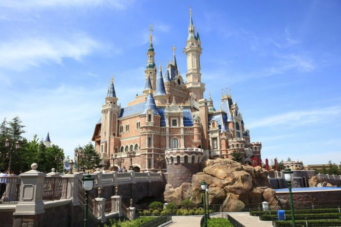 Stay at Rose Garden Hotel with free shuttle to airport & Shanghai Disney