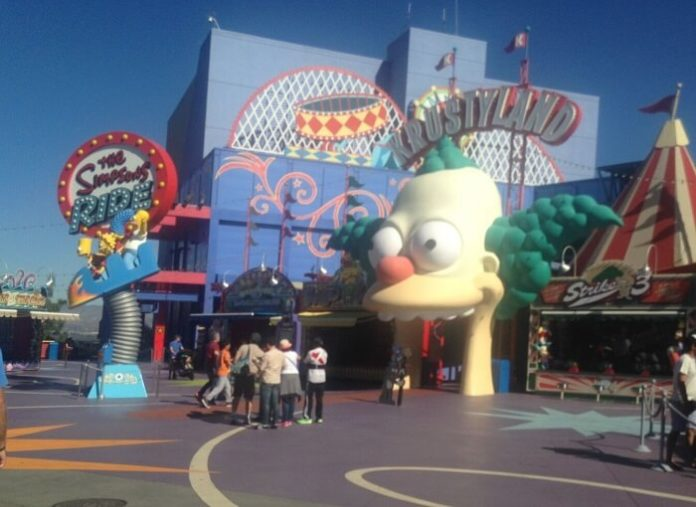 Save money on Los Angeles California vacation with package deals hotel & tickets to Universal Knott's Berry Farm Warner Brothers tour Six Flags & more