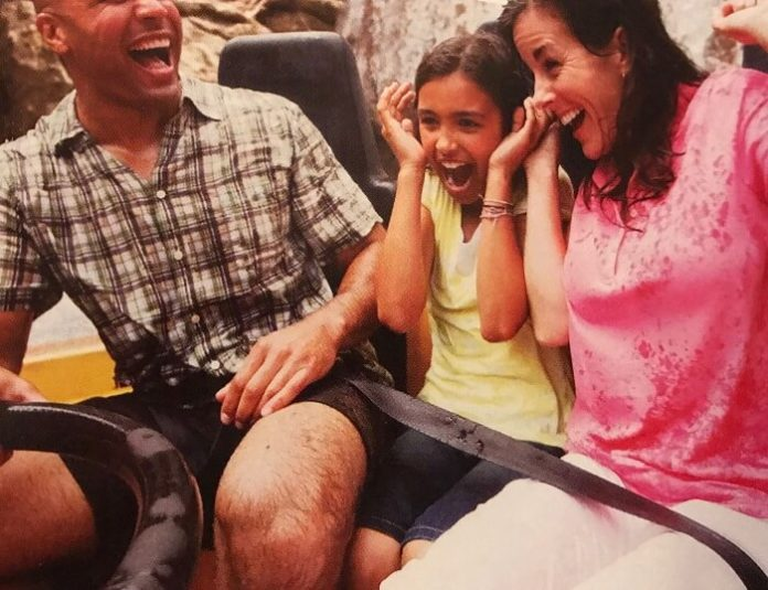 SeaWorld San Antonio Texas vacation packages kids stay & play free deal