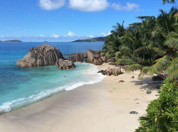 Cheap return flights from Dublin to Seychelles, Maldives, Australia, India, Singapore, Hong Kong
