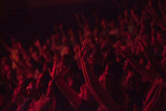 Save money on Cyndi Lauper Rod Stewart concert in St. Paul Minnesota
