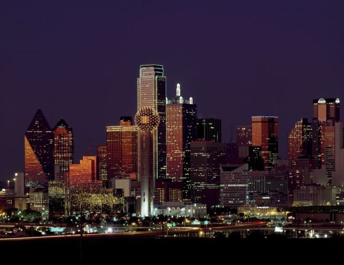 How to save on local Dallas Fort Worth Texas area attractions by staying at a Hilton hotel