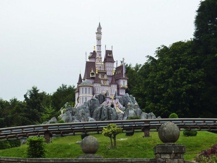 get free nights at Disneyland Paris hotel & free days at Disney theme parks