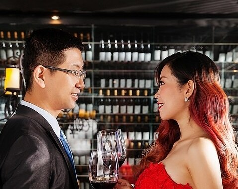 Hotel package get free tasting at Woodinville Washington Wine Country & stay at Bothell hotel
