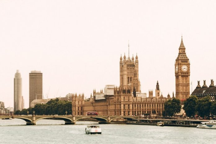 Save up to 50% off 4 & 5 star London hotels