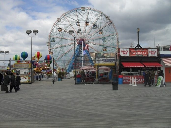 Discount thrill seeker ticket at Luna Park at Coney Island in Brooklyn