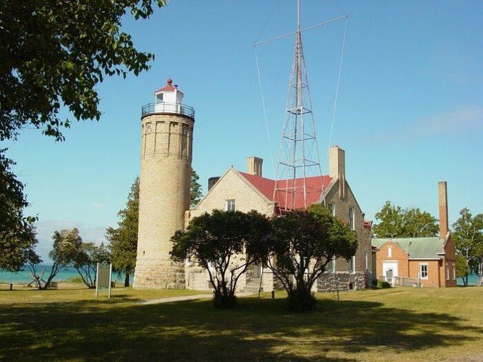 Top 10 Mackinaw City Michigan hotels enjoy adventure sports & Colonial Michilimackinac
