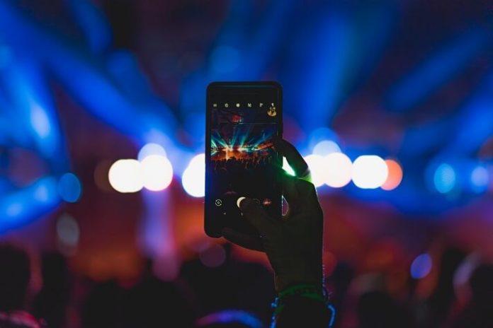 Save money on Rod Stewart & Cyndi Lauper concert in Louisville Kentucky