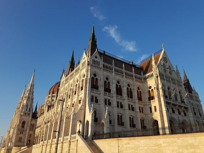 Discount code for 10% off hop on hop off bus & boat tour in Budapest
