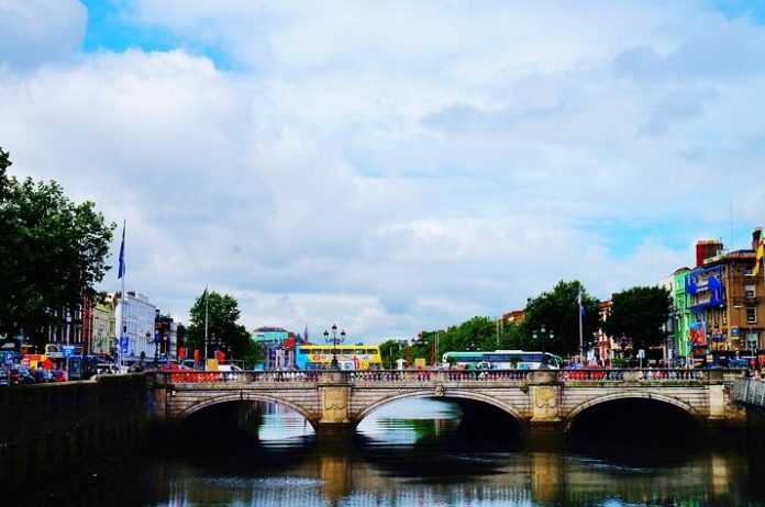 Dublin comedy bus sightseeing tour up to 40% Off sale