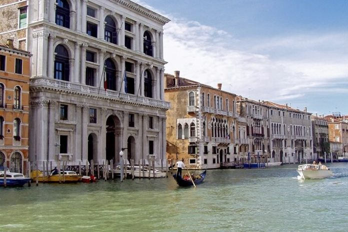 How to see Venice Italy in 1 day & save money
