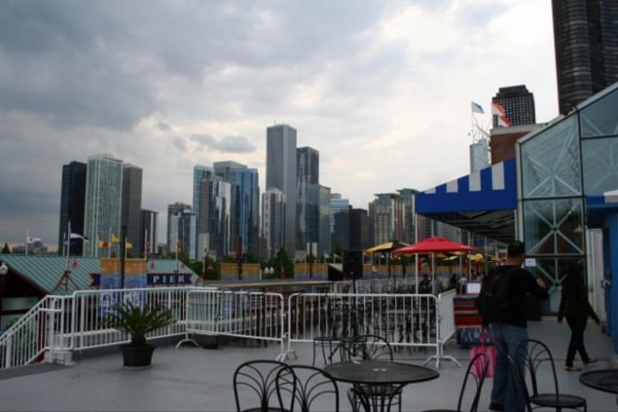 Save money at luxury hotel in downtown Chicago near navy pier