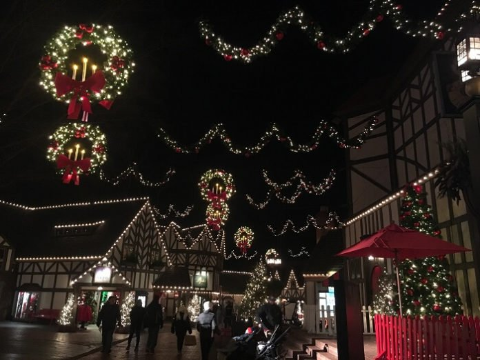 Williamsburg Christmas vacation packages hotel & admission to Busch Gardens, Historic Triangle