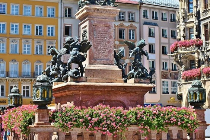 Take Munich sightseeing bus tour & brewery tour with beer tasting discount price