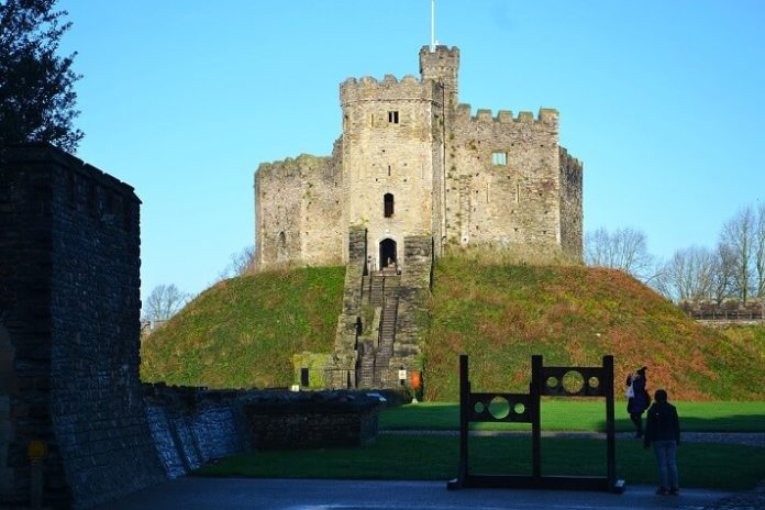 Discount code save 10% on City Sightseeing hop on hop off bus tour in Cardiff Wales