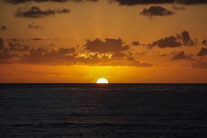 Save money on San Diego sunset cocktail cruise