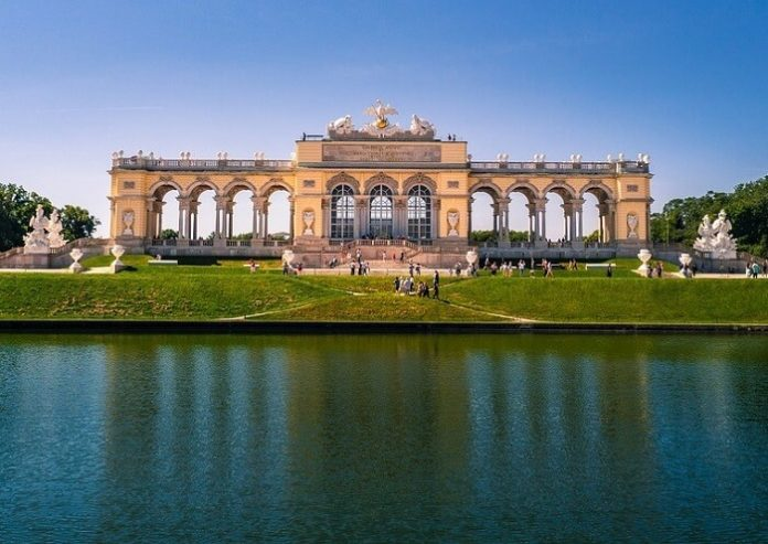 Discount price for Hop on Hop off Bus Tour in Vienna Austria