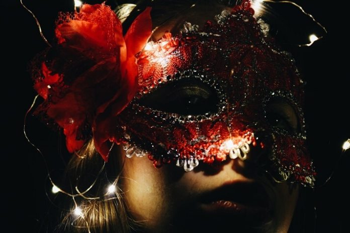 Save money on Halloween Titanic Masquerade yacht party in Washington DC
