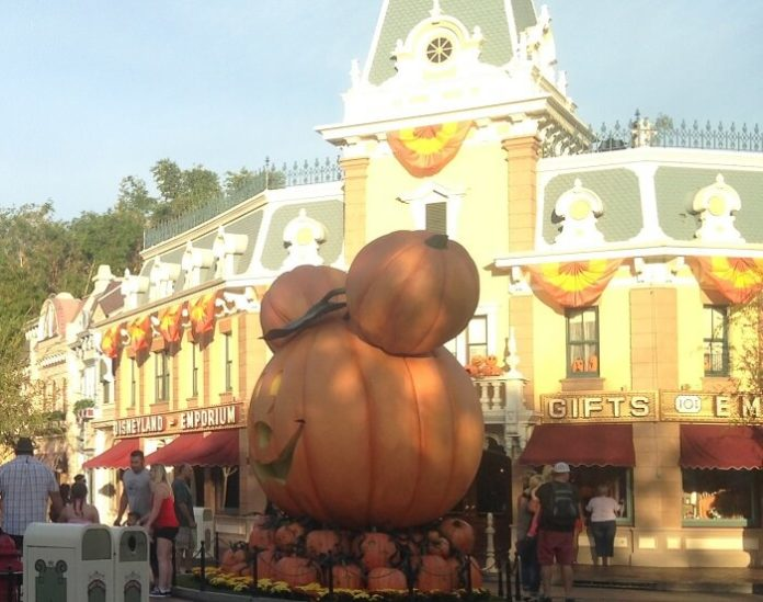 10 reasons to visit Disneyland in Anaheim, California during Halloween