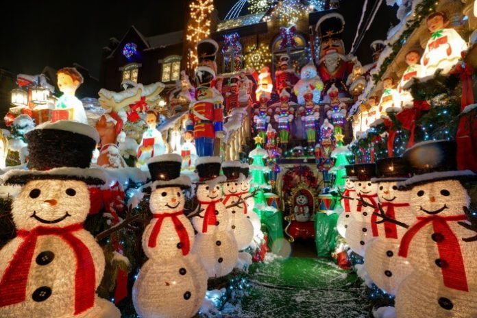 Discount price for tour from Manhattan to Dyker Heights Brooklyn for Christmas lights