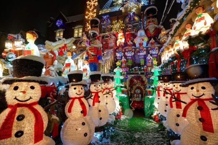 Dyker Heights Brooklyn Christmas Lights.Brooklyn Dyker Heights Christmas Lights Tour Deal Green