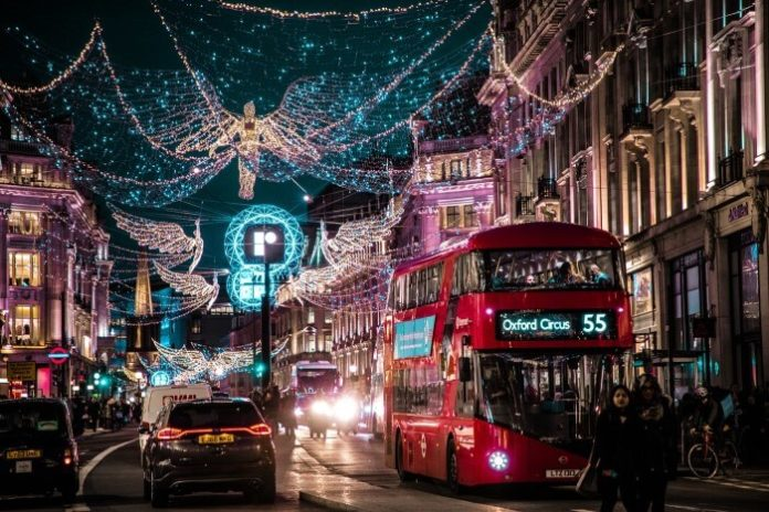 Discounted London tour of Christmas light & afternoon tea holiday season
