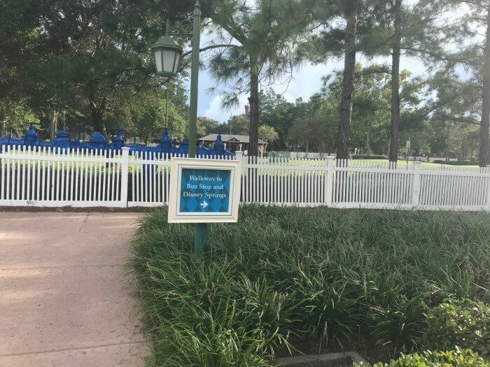 sign for Walkway to Bus Stop and Disney Springs at Saratoga Springs hotel