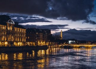 Enjoy New Year's Eve Dinner Cruise in Paris France with gourmet food & dancing