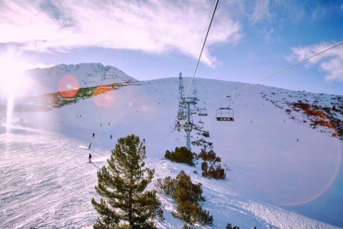 Enjoy snowboarding & skiing in Bansko Bulgaria in top hotels