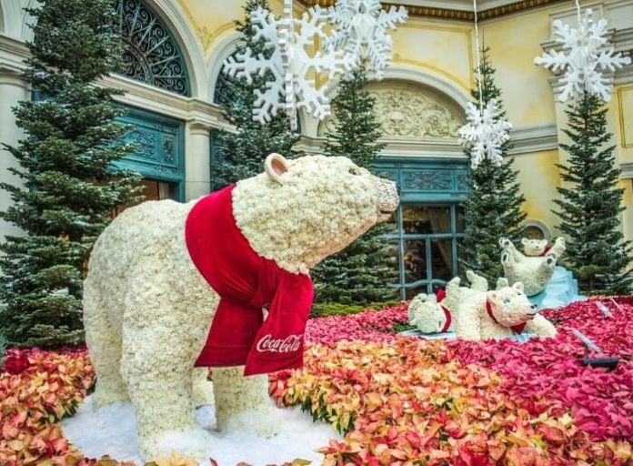 Enjoy Christmas Celebration with holiday music fountain show & decorations in Las Vegas Nevada at Bellagio