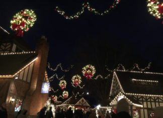 Discounted ticket prices for Williamsburg Virginia theme park Christmas Town holiday event