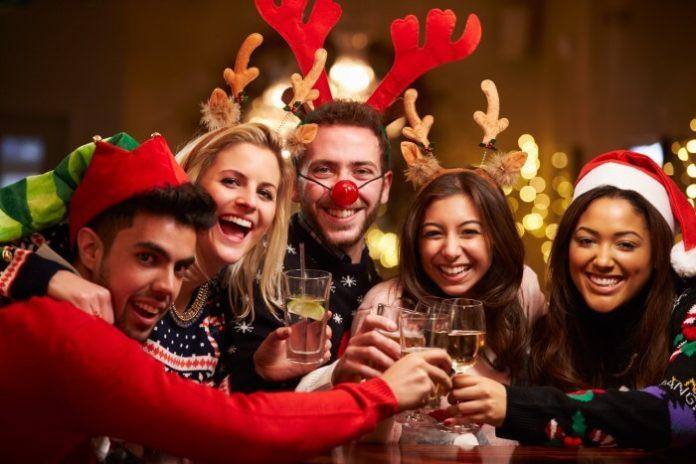 Enjoy drink specials, free holiday mug at Pittsburgh Christmas time bar crawl