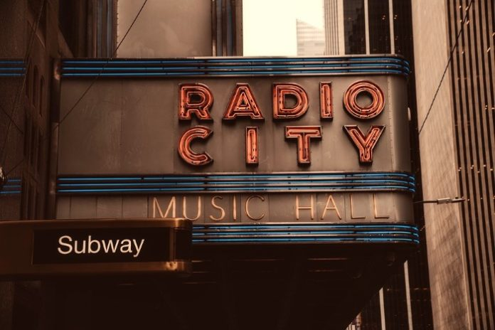 Save money on Radio City Music Hall Christmas Show in New York City