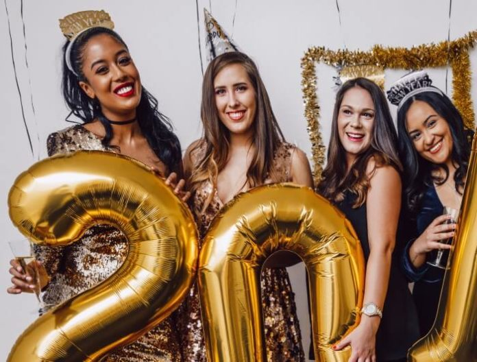 Discount price for Queen New Year's Eve Party with views of NYC skyline & ball drop