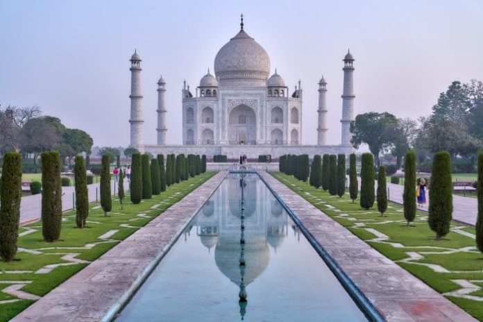 Best hotels in Agra India for visiting the Taj Mahal