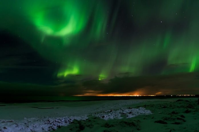 Save money on guided Iceland Northern Lights Tour