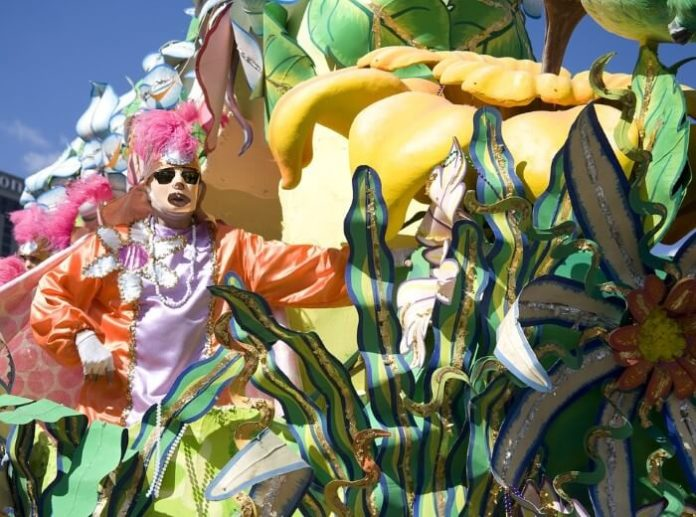 Stay at New Orleans hotel on Mardi Gras parade route with vacation package