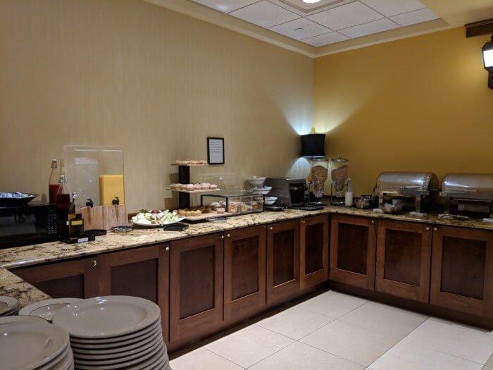 Mardi Gras Casino Hotel offers continental breakfast