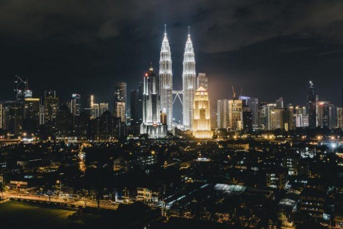 How to save money on Kuala Lumpur Malaysia luxury hotels