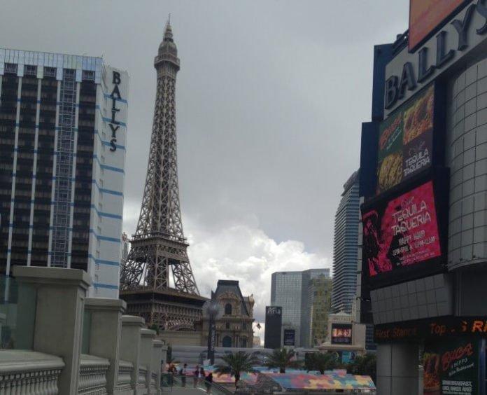 Save on Las Vegas hotels Bally's, Paris, Flamingo, Harrah's, Rio