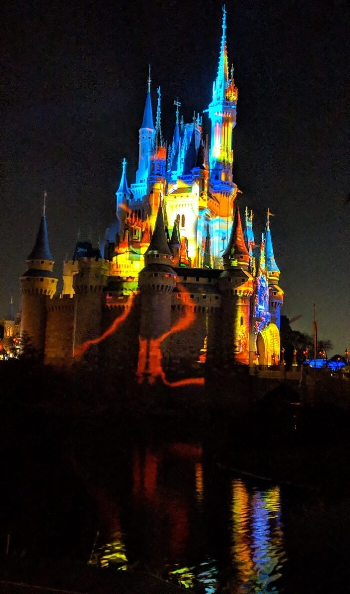 How to win a free trip to Disney World for a family 4 with VIP tour