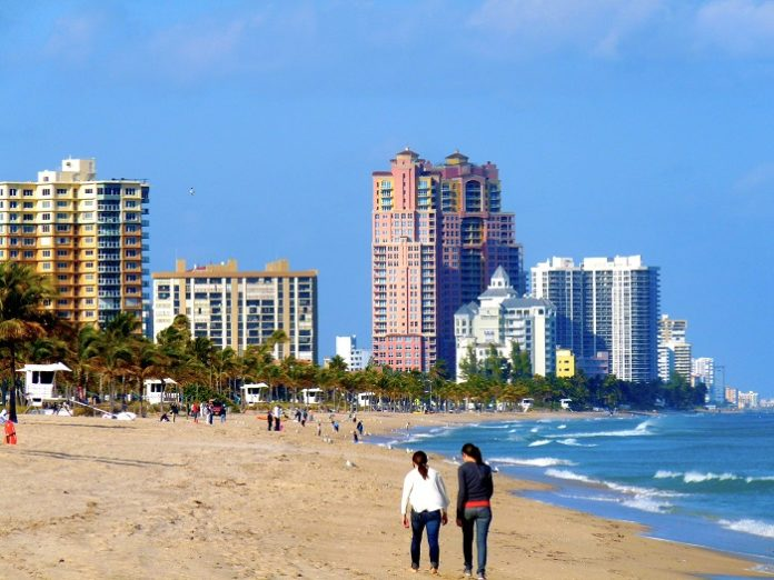 How to spend layover in Fort Lauderdale where to put luggage when visiting beach, cruise ports