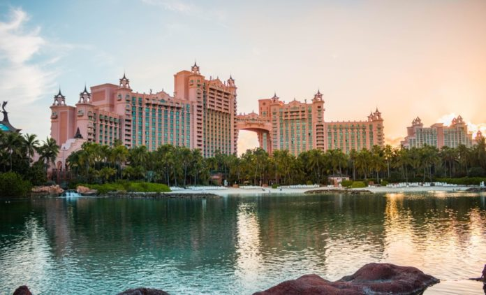 How to get the best deals for Atlantis Paradise Island in the Bahamas.