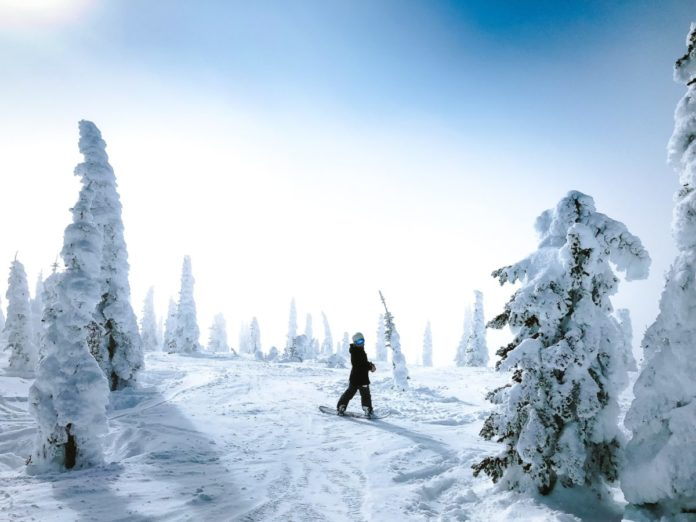 Enjoy a snowboarding & skiing trip in Montana. Learn how to get a good price on ski hotels in Montana.